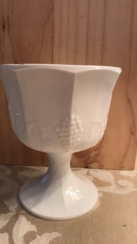 Pot for flowers or any other decorations. White milk glass collection. It is in a mint condition  Toronto, M8Y 1N6