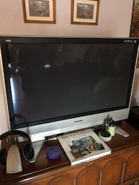 black and gray flat screen TV 1890 mi