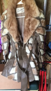 brown and white fur coat Middletown, 45044