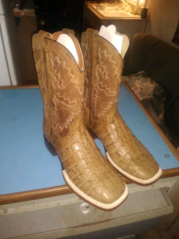 08a5ff82351 Custom Alligator skin boots size 9 never worn