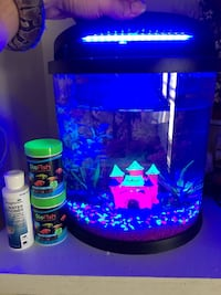 Glow acuarium whith water cleaner and 2 food and glow light and heater