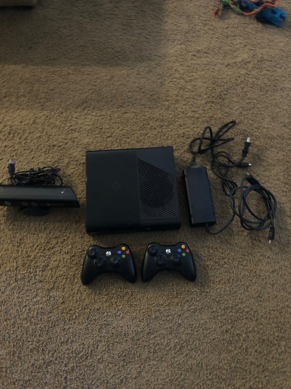 Xbox 360 bundle with 13, games, 2 controllers and Kinect system 6c7e2381-ca71-4a3a-86db-def33a70c23c