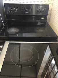 Good condition working stove in black  Fort Lauderdale, 33312