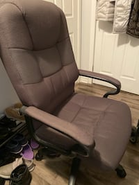 Computer chair Mississauga, L5H 4A1