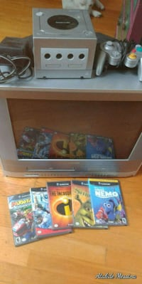 Game cube with games and tv Repentigny, J6A 2T6