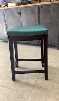 3 COUNTER STOOLS for 90 dollars great deal!!!!!$!$! Quck sale moving !