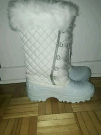 pair of white leather boots 785 km