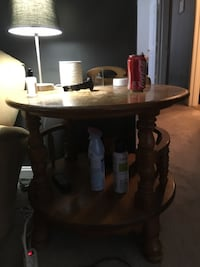 Round end table Gaithersburg, 20879
