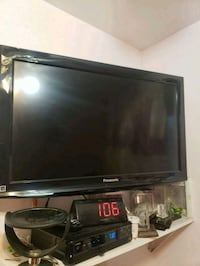 Panasonic  32 inch  with wall mount  Queens, 11417