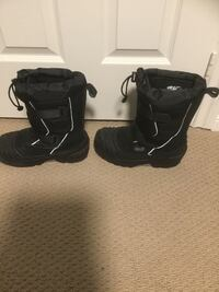Baffin snowmobile boots (size 5) perfect condition  East Gwillimbury, L0G 1V0