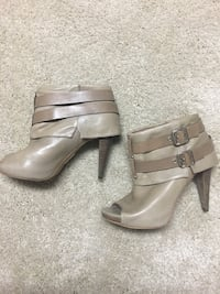 Vince Camuto size 39.5 leather booties