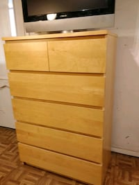 Like new big chest dresser with big drawers in gre Annandale, 22003