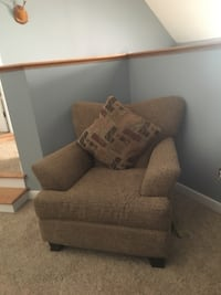 Living Room Furniture/ Chair Gloucester, 23061