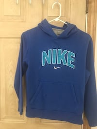 Youth large nike pull over hoodie Winton, 95388