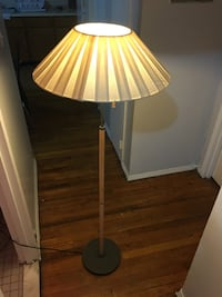 2 White and brown floor lamp New York, 11212