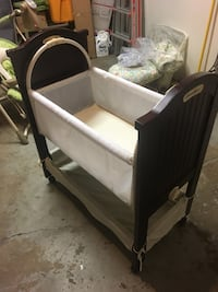 Eddie Bauer wooden Basinet with mattress and linens 27 km