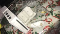 White nintendo wii console with controllers Los Angeles, 90006