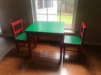 Solid wood kids table and two chairs Leesburg, 20176