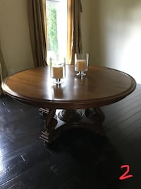Round brown wooden pedestal table Washington, 20010