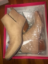 Women's size 10 pair of ankle boots booties 2393 mi