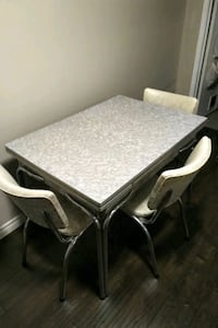 1950 fromica table and 4 chairs Kitchener, N2N 1P8