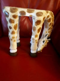Small giraffe plant stand (tiny table..?)