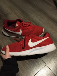 Soulier Nike rouge  Red Nike shoes