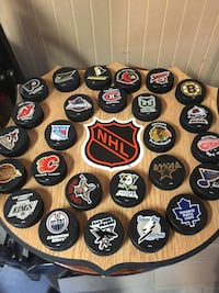 NHL hockey pucks plaque Toronto, M9M 2P4