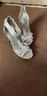 Pair of silver leather open-toe heeled sandals Woodbury, 08096