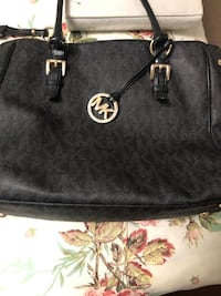 Micheal kors purse Surrey, V3R 1R8