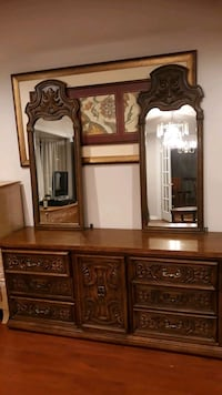 dresser with 2 mirrors and drawers.  Gaithersburg, 20879