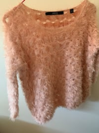 Guess Xs sweater like new pink Vancouver, V5R 4E5