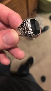 silver-colored cabochon ring with black gemstone Westminster, 80030