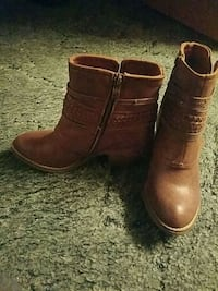Womens Boots never worn size 8 Columbia