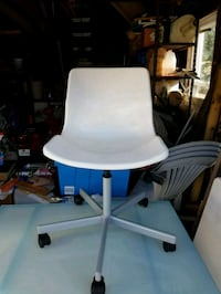 white and blue rolling chair Roosevelt, 11575