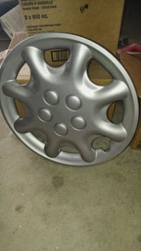 Chrysler hubcap - one only