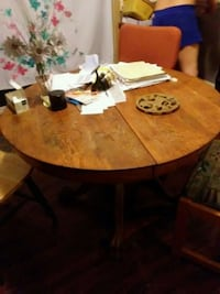 round brown wooden dining table Virginia Beach, 23455