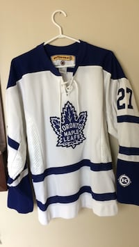 white and blue Toronto Maple Leafs jersey Milton, L9T 2V7
