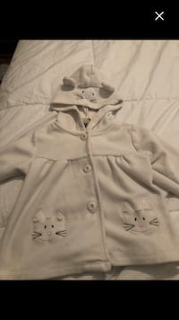 Girls cute sweater size 24m Montréal, H4E