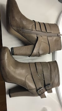 Women's gray leather side-zip chunky heeled buckled booties Middletown, 21769