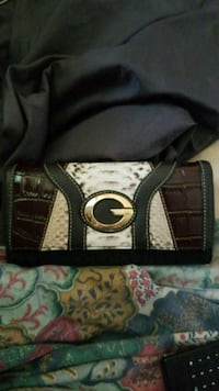 A guess wallet Windsor, N9A 3A2
