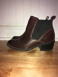 pair of black leather chunky heeled booties Saint-Eustache, J7P 1Y3