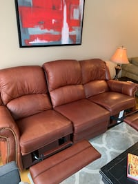 La-Z-Boy Leather couch recliner Mississauga, L5N 7H1