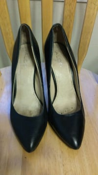pair of black leather heeled shoes Los Angeles, 91606