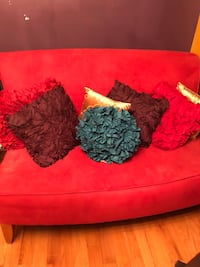 Red love seat sofa District Heights, 20747