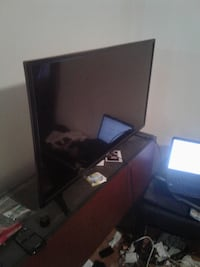 2 RCA flat screen tv for sell MONTREAL