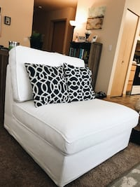 White couch 1 seat PERFECT CONDITION  Bellingham, 98226