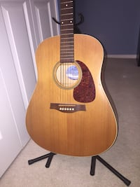 Seagull s6 slim quantum 1 electric brown nature finish acoustic guitar with stand Vancouver, V5K 1J3