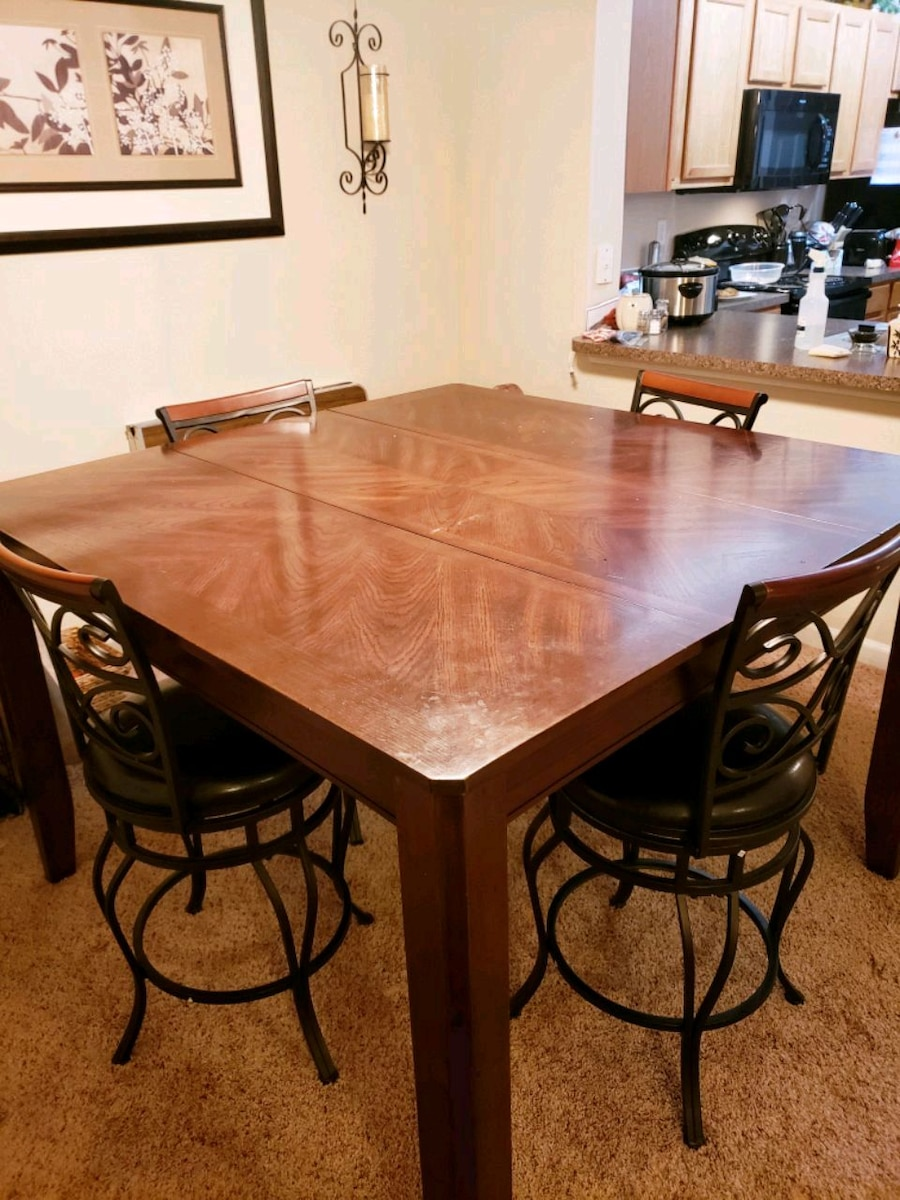 Begagnad Dining Table(Bar Height) with Swivel Chairs till salu i Fort Worth - letgo & Begagnad Dining Table(Bar Height) with Swivel Chairs till salu i ...