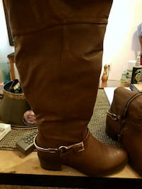 pair of brown leather boots Calgary, T2N 4C6